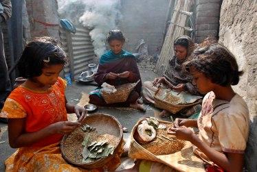 India Child Tobacco Roller